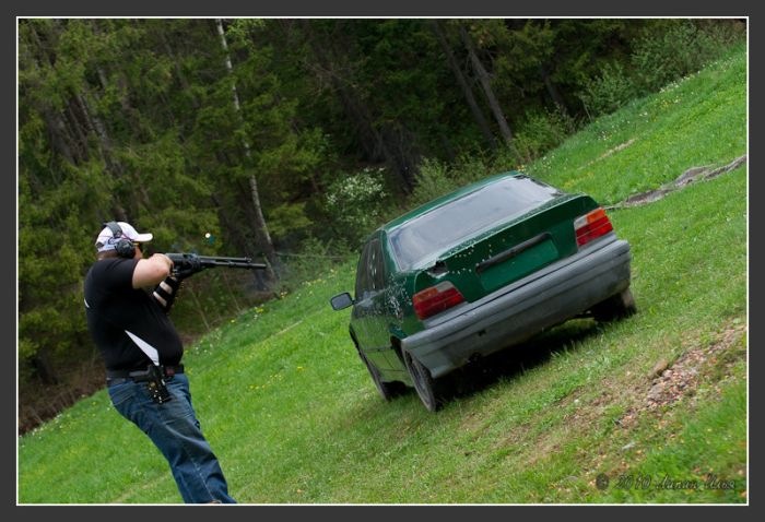 Guns vs BMW (35 pics)