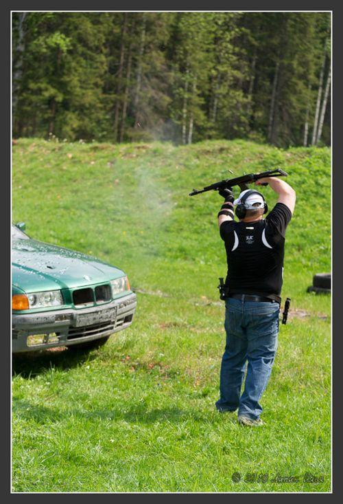 Guns vs BMW (35 pics)