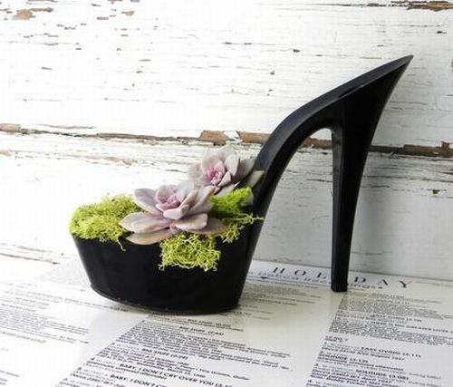 Planting Flowers in Women Shoes (12 pics)