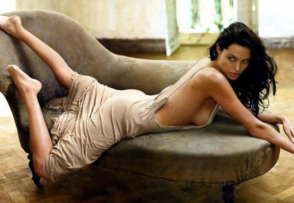 Older Celebrities Who are Still Very Hot (16 pics)