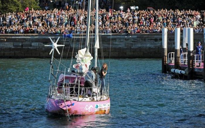 16-Year-Old Jessica Watson and Her Pink Boat (44 pics)