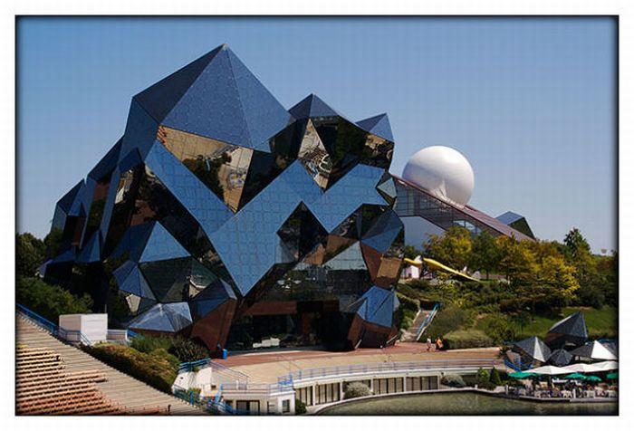 Strange Buildings Around the World (32 pics)