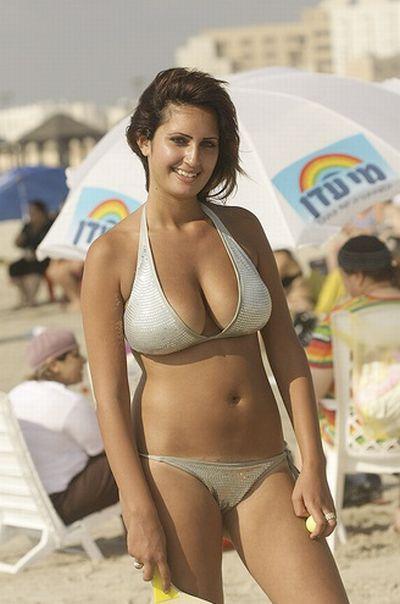 Petite latina model veronica rodriguez cums on her fingers 2