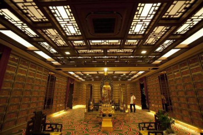 Luxurious Columbarium (11 pics)