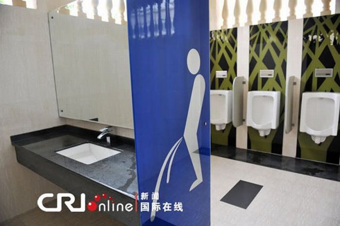 Luxurious Public Toilet in China (6 pics)