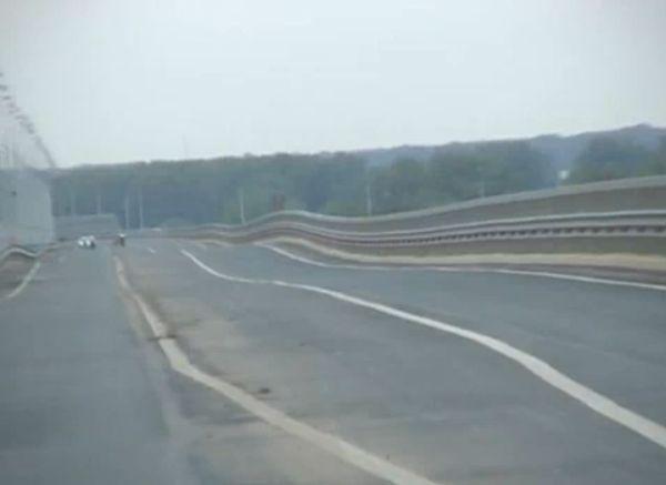 Wobbling Bridge in Russia (2 videos)