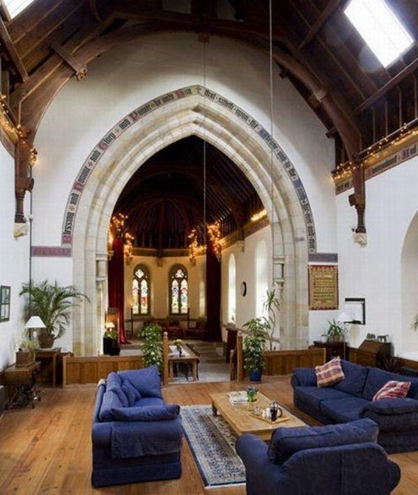 House Inside a Church (12 pics)