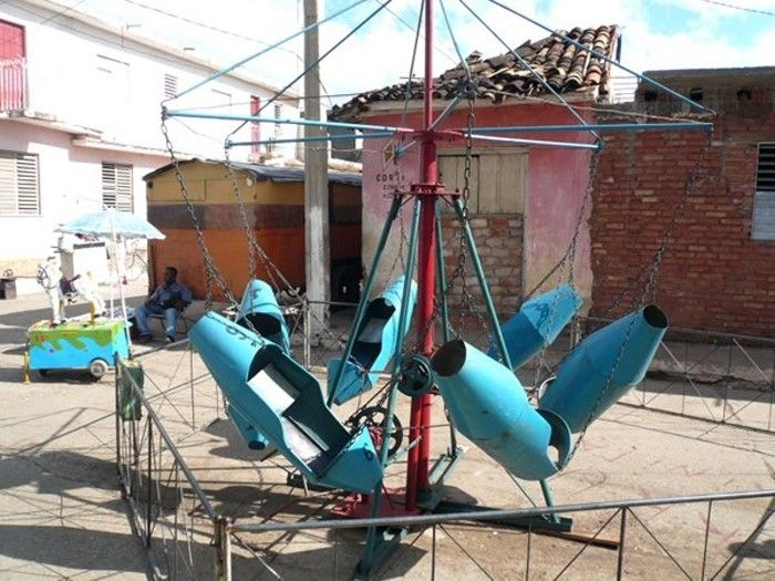 A Low Budget Amusement Park (18 pics)