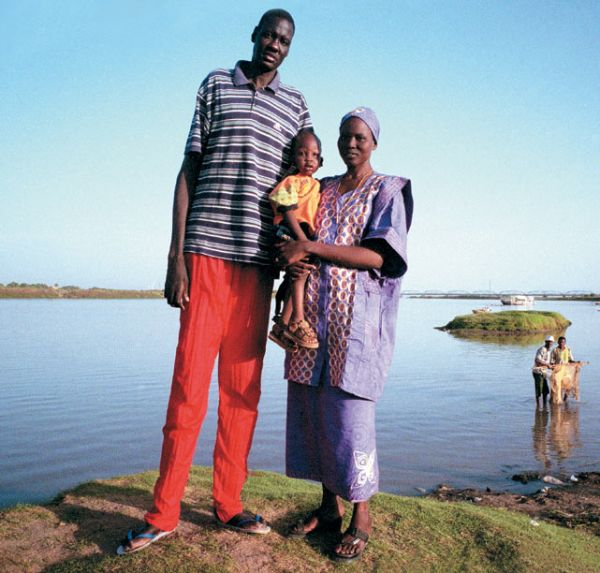 Manute Bol - the Tallest NBA Player (21 pics)