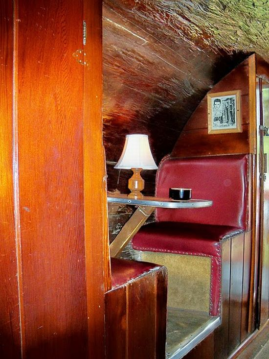The Redwood Log House (4 pics)