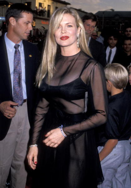 Sexy Female Celebrities of 80s and 90s (42 pics)