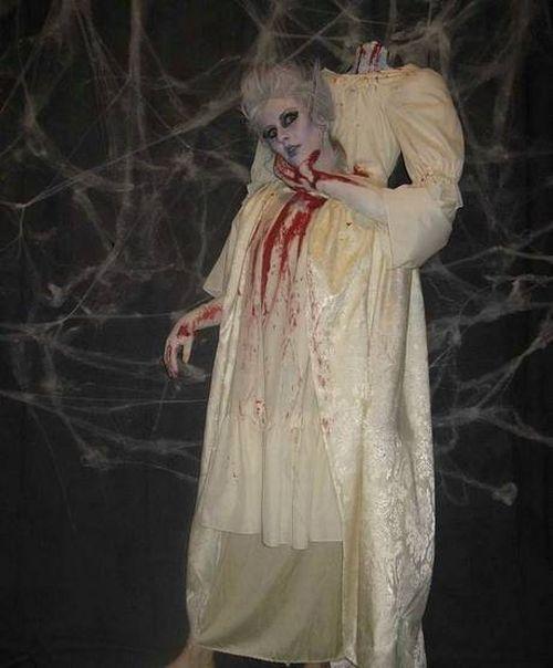 Great Halloween Costume (17 pics)