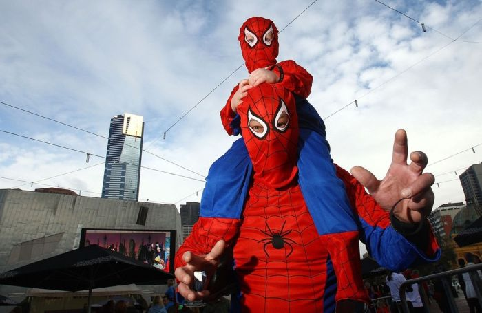 Most Number of People Dressed in Superhero Costume (27 pics)