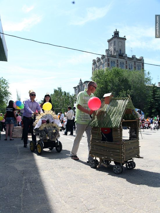 Custom Strollers Parade in Russia (55 pics)
