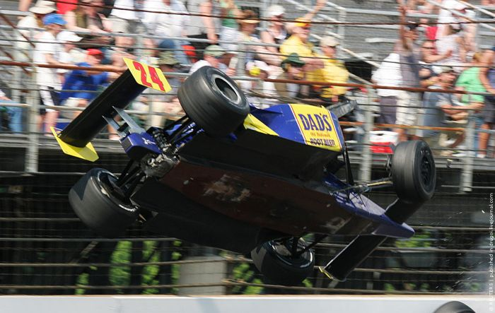 The Most Dramatic Moment of Indy 500 2010 (6 pics + video)