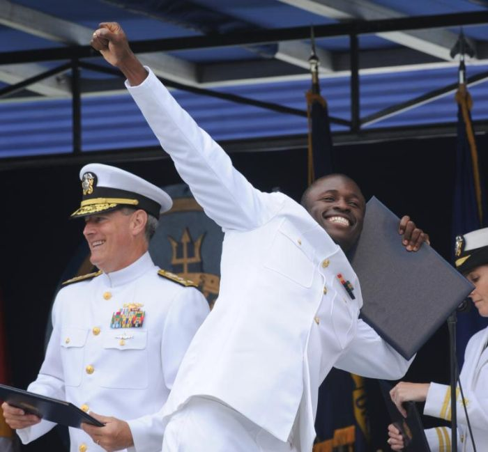 Graduation Ceremony at the United States Naval Academy (27 pics)