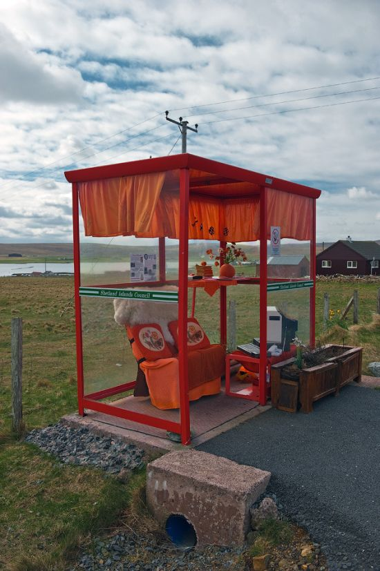 The Most Comfortable Bus Stop in the UK (7 pics)
