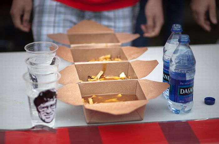 World Poutine-Eating Championship (17 pics)