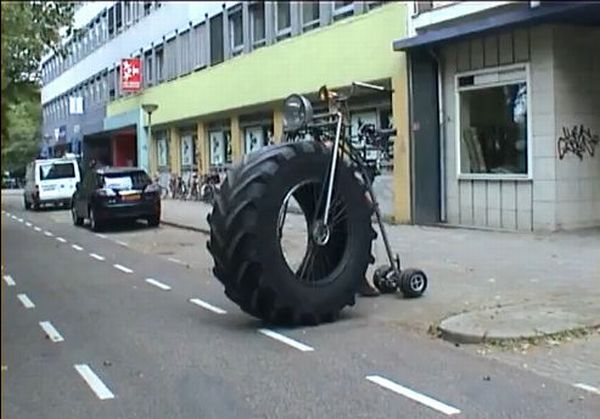 Monster Tricycle (5 pics + video)