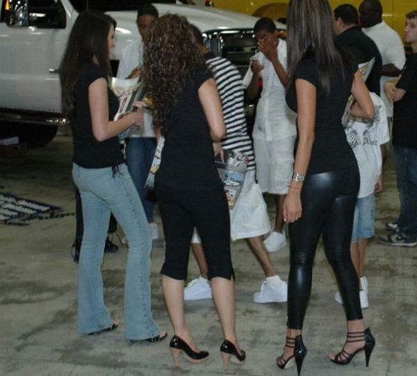 Tight Pants (60 pics)