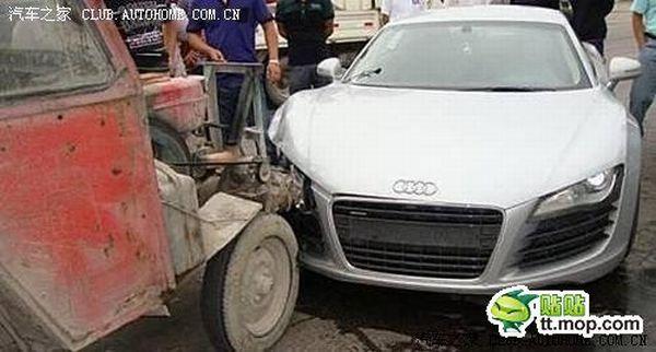 Audi R8 vs a Tractor (5 pics)
