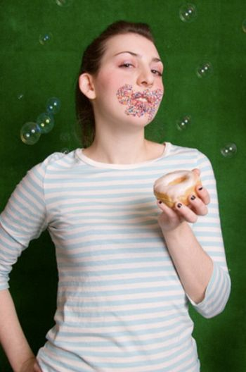 Girls with Donuts (33 pics)