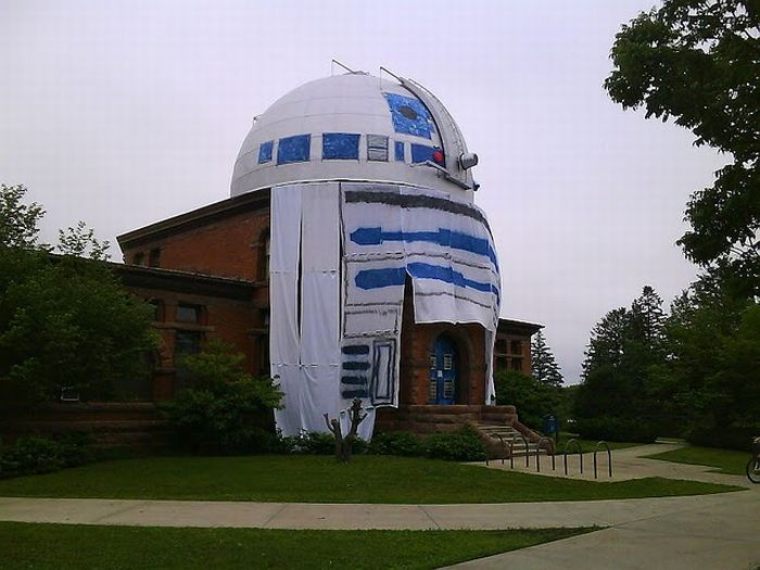 One of the Best Pranks Ever. R2-D2 in Observatory (6 pics)