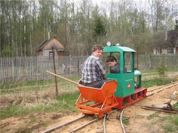 Self-Made Mini Railway (14 pics)