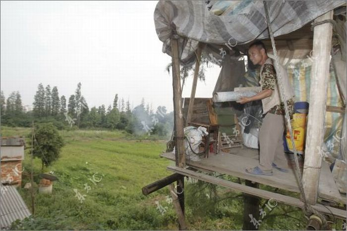 Chinese Farmer Defends His Land Homemade Canon (16 pics)