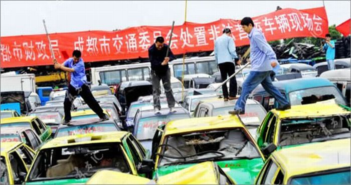 Chinese Taxi Drivers Destroy Illegal Cabs (4 pics)