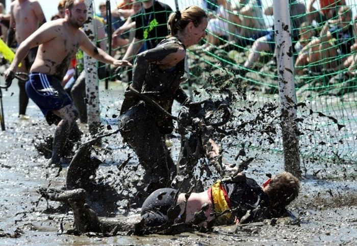 German Mud Olympics 2010 (9 pics)