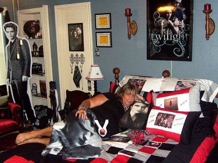 Bedrooms of the Biggest Twilight Fans (27 pics)