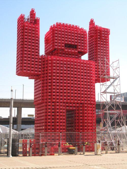 Giant Coca Cola Monster (4 pics)