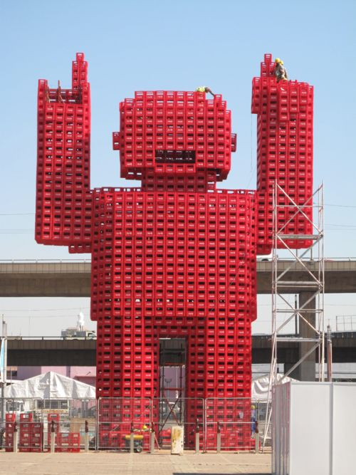 Giant Coca Cola Monster (4 pics)