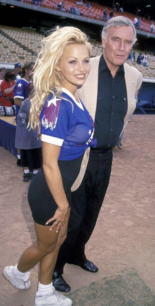 Young Pamela Anderson (67 pics)