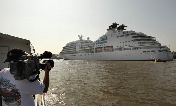 Cruise Ship Seabourn Sojourn (18 pics)