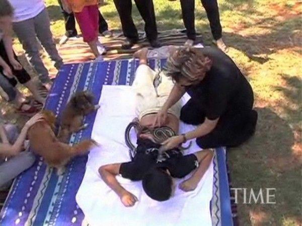 Snake Massage (13 pics)