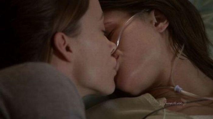 The Most Famous Lesbian Kisses (44 pics)