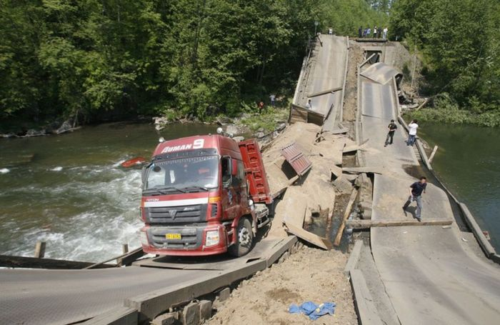 The Truck Was Too Heavy for This Bridge (7 pics)