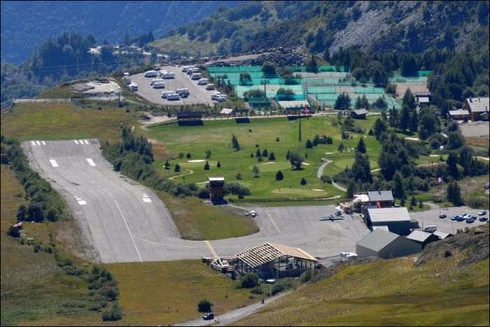 Courchevel Airport (10 pics + 2 videos)