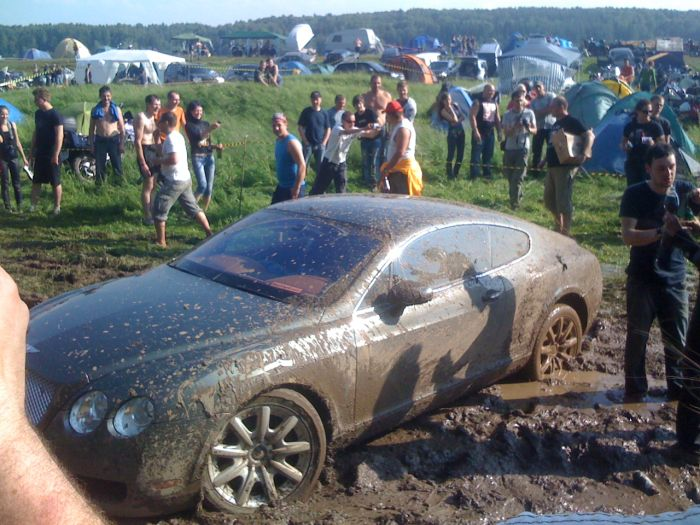 Drunk Bentley Owner Decides to Take a Mud Bath (23 pics)