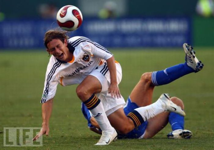 Professional Soccer Players Know How to Act (37 pics)