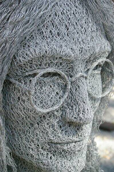 Chicken Wire Art by Ivan Lovatt (13 pics)