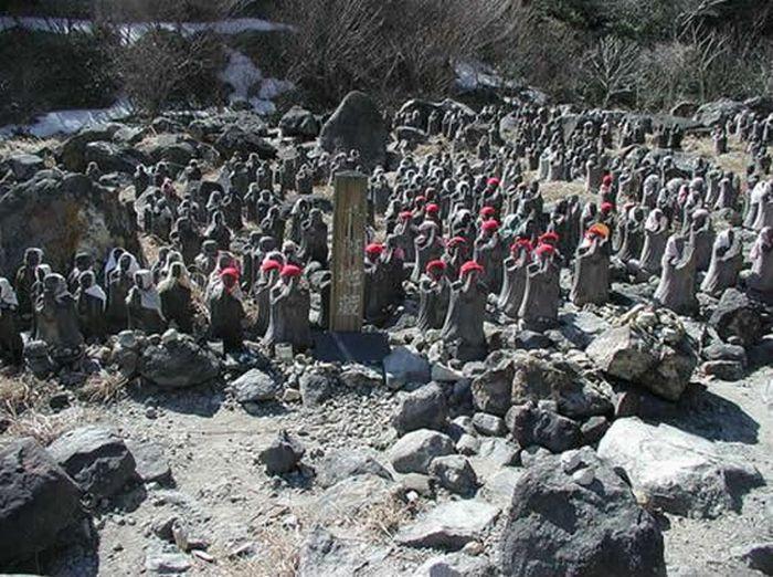 Jizo Statues near Chausudake Volcano in Japan (10 pics)