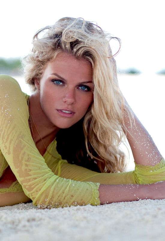 Brooklyn Decker, Esquire's 2010 Sexiest Woman Alive (13 pics)