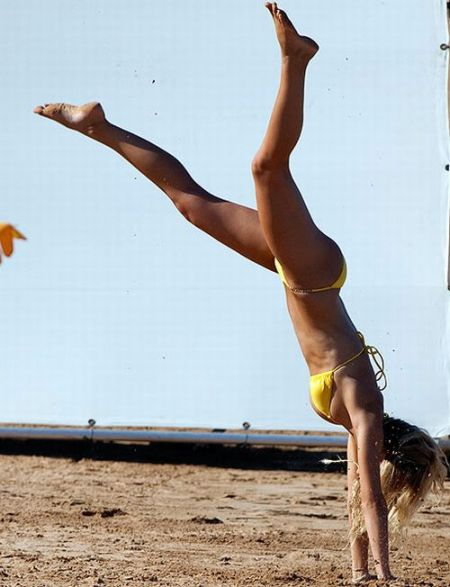 Brooklyn Decker, Esquire's 2010 Sexiest Woman Alive (13 pics)