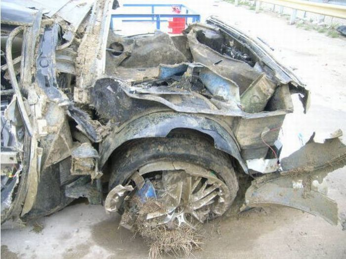 Wrecked Supercars (16 pics)