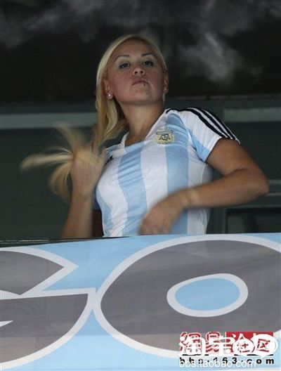 Crazy Argentina Fan From China (6 pics)