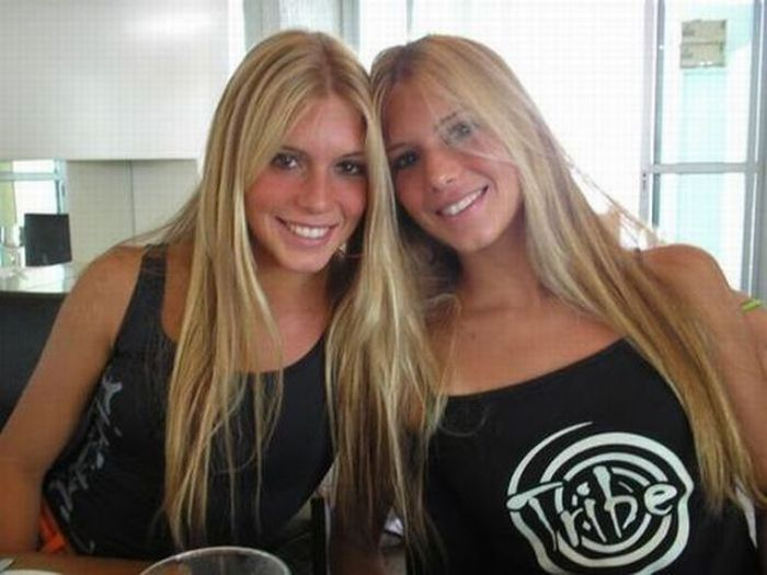Cute and Sexy Twin Girls (38 pics)