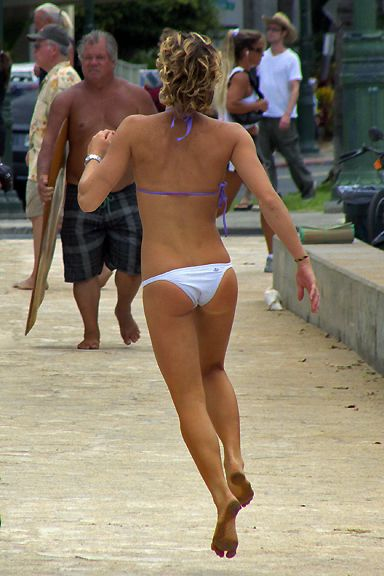 Girls in Bikini Doing a Baywatch Run (69 pics)